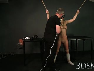 Bdsm xxx bondage master trae su linda sub chica asiática