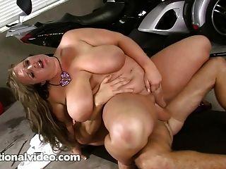 Rubia bbw puta en bikini follada duro en moto