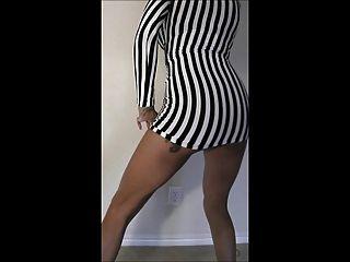Belleza negra mostrando su cuerpo caliente