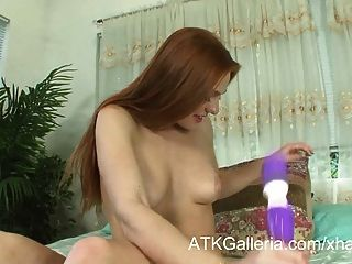 Farrah flower power hora masturbándose su coño limpio y afeitado