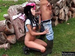 Morena adolescente angelica obtiene clavado al aire libre
