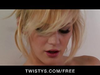 Twistys sexy rubia tonto natural juega con su consolador