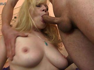 Caliente madre aficionada obtener follada duro por niño