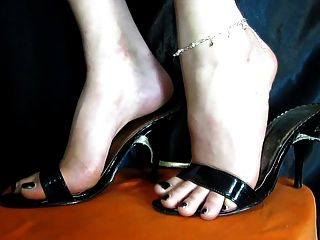 Zapatos atractivos de los pies