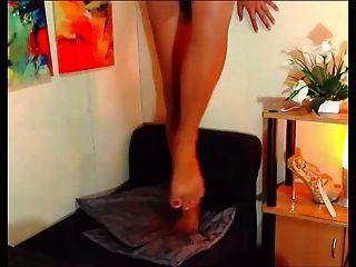 Shemale filipino de 20 años muestra sus pies