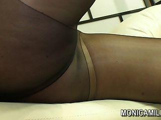 Monicamilf noruego en un pantalón de nylon panty escena norsk