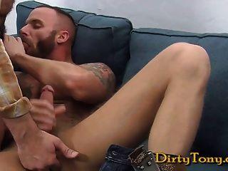 Derek chupa un dick medio