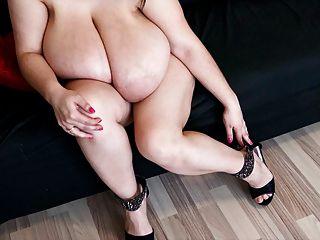 Alice 85jj tetas grandes y pies sexy en tacones altos