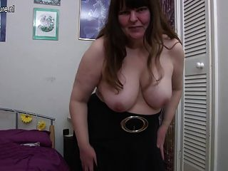 Fea británica madura dama jugando con ella misma