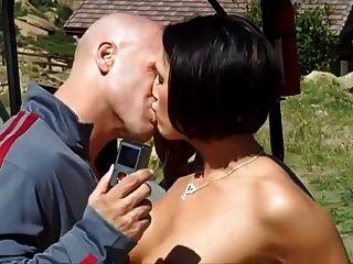 Impresionante estudiante busty ama el sexo público