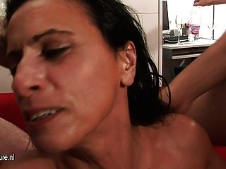 Kinky madura madre puta obtiene pandilla golpeó duro y largo