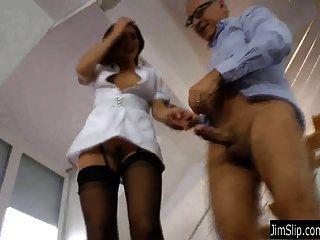 Enfermera morena obtiene follada y jizzed