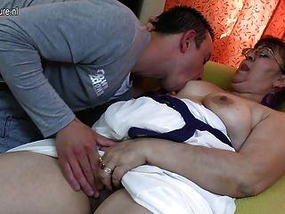 Tía tía madura follada por su chico