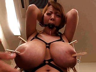 Japonés asiático con monstruo tetas grandes tener pezones rotos