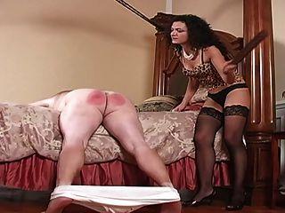 Disciplinado por la señora en medias