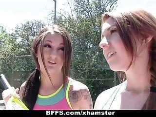 ¡Putas del campo de verano del tenis de los bffs!