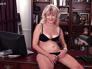 Abuela americana de 62 años con vagina hambrienta peluda