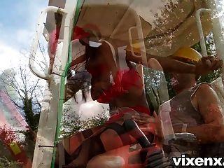 Sexy inspector katia bubble butt al aire libre sexo anal