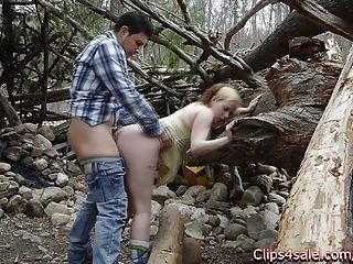 Sexo público al aire libre en el bosque.Lilly ligotage y rocko
