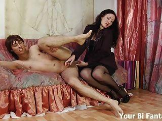 Chico rizado recibe un masaje de próstata