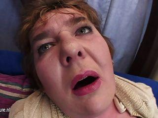 Madre rechoncha que se baja en su coño