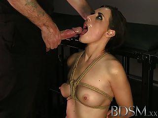 Bdsm xxx atado a los adolescentes obtener un buen duro cara fucking