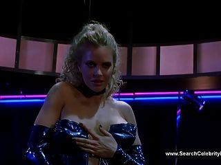 Kristin bauer topless bailando en la iguana azul (2000)