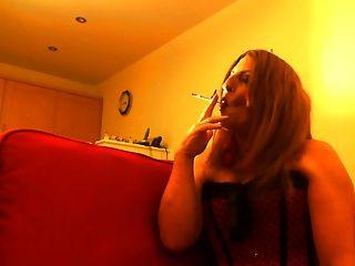 Perra sexy fumar
