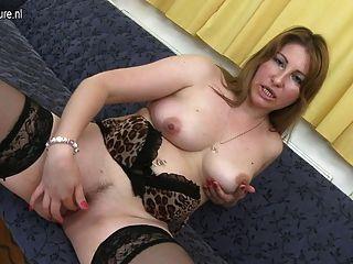 Madre madura sexy necesita una buena mierda
