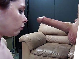 Chica caliente obtiene su garganta poked dtd