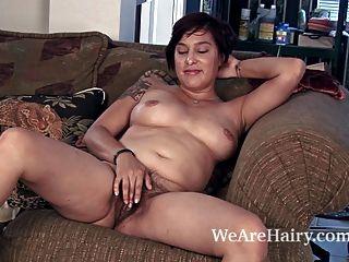 Cowgirl lucy holandés tiras y disfruta de su cuerpo