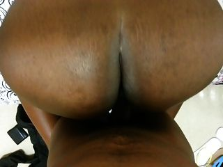 Keesha africano enorme del botín de la universidad