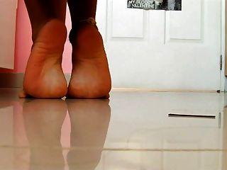 Sexy girl latina hot feet sexy soles