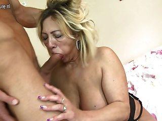Madura puta madre follada por su joven