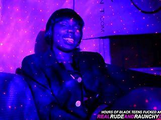 Verdadera ghetto chica negro hace gangbang diversión en la campana