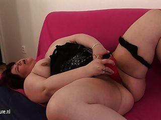 Madre gorda gorda madura jugando con ella misma