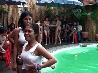 Camisetas mojadas en las Filipinas