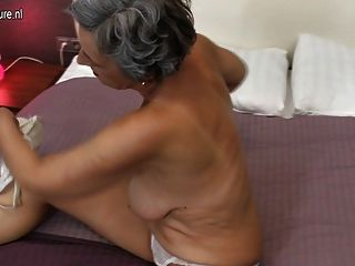 Abuelita con coño afeitado hambriento de mierda
