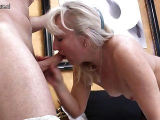 Caliente abuela obtener una buena cogida anal duro