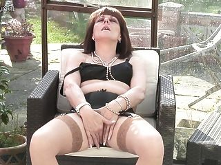 Mamá británica le invita a revisar su vagina