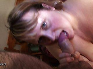 Madre grande mirella obtiene una cara llena de cum