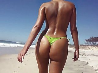 Topless thong culo en la playa