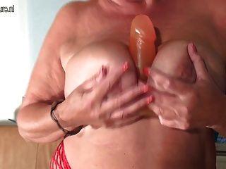 Caliente y sexy madre viejo chupar polla dura