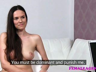 Femaleagent sexy roleplay como pretty milf castiga travieso
