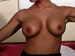 British slut vida juega con ella en un cuerpo de almacenamiento