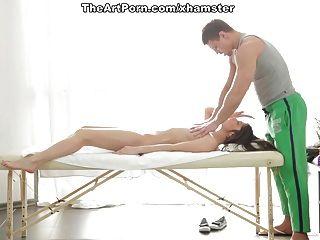 Excitada fantina recibiendo masaje vaginal profundo y corrida