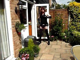 Alison thighbootboy masturbándose en el jardín