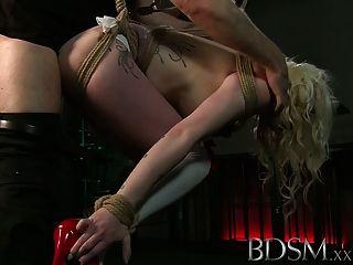 Bdsm xxx tatuado esclavos se suspenden y se hacen cum