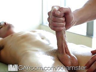El masaje sensual gayroom se convierte en sexo caliente