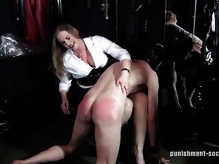 Otk spankings 1 naughty boys obtener una palmada